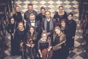 """In Szczyrzyc Abbey with Chamber Orchestra of Limanowa and director Krzysztof Madziar, fot. """"w Błękitnym Kadrze"""""""
